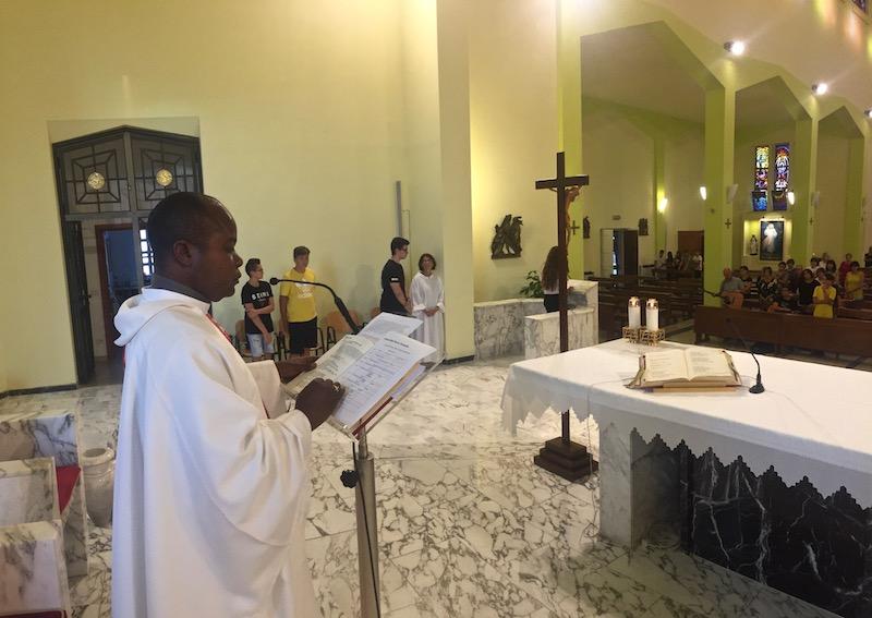 I giovani in preghiera. Omelia di don Juvenal
